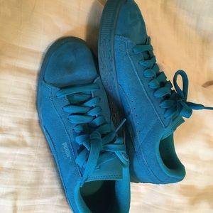 Puma Shoes - Blue puma suedes